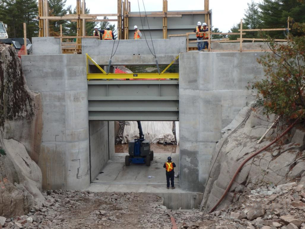 View image of the installation of stoplogs for the new Big Chaudière Dam