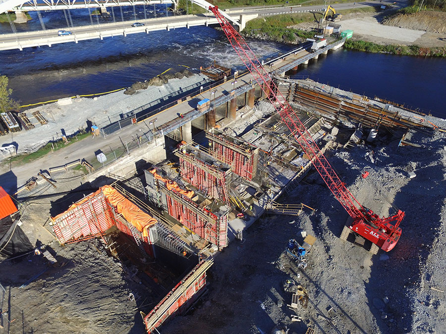 View enlarged image of the cofferdam for the construction of the new Latchford Dam, close-up aeriel view
