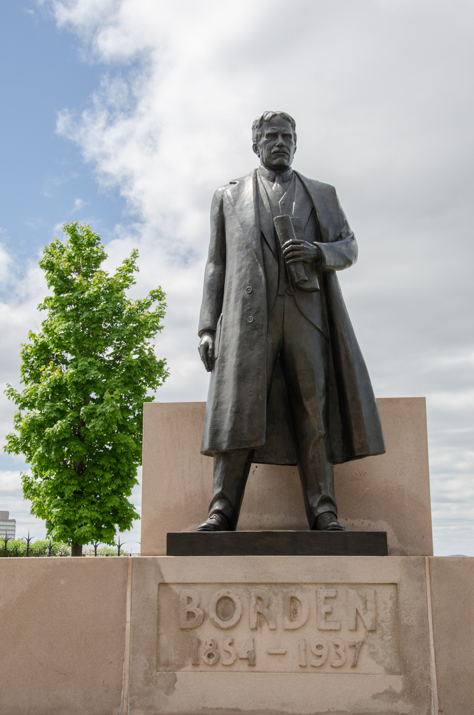 View enlarged image of the Sir Robert Laird Borden statue
