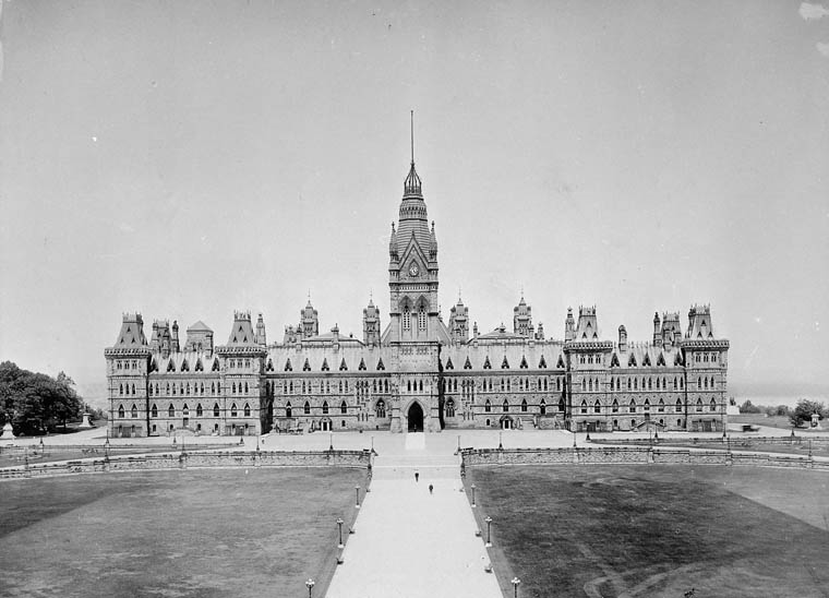 View enlarged image of the Parliament's original Centre Block, circa 1914
