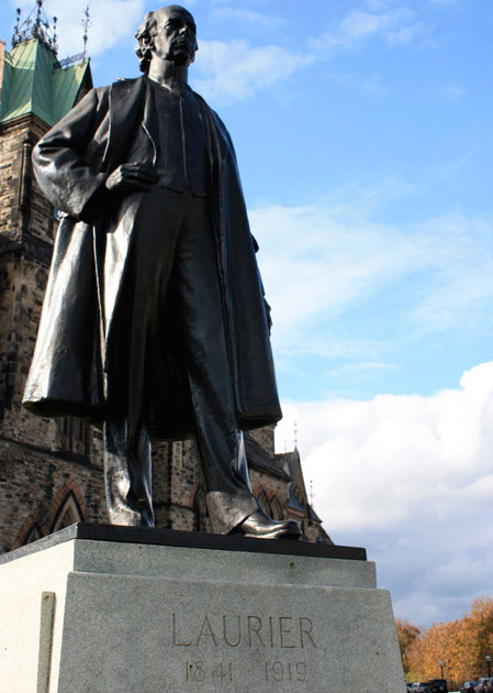 View enlarged image of the Sir Wilfrid Laurier statue