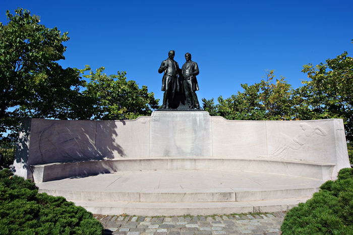 View enlarged image of the Robert Baldwin and Sir Louis-Hippolyte Lafontaine statue
